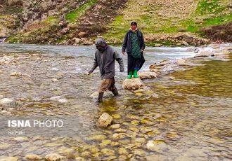 مردم این روستا هر روز به آب می زنند…!