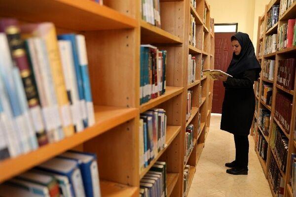 ۲ هزار جلد کتاب حقوق وقوانین روستایی بین دهیاران گلستان توزیع شد
