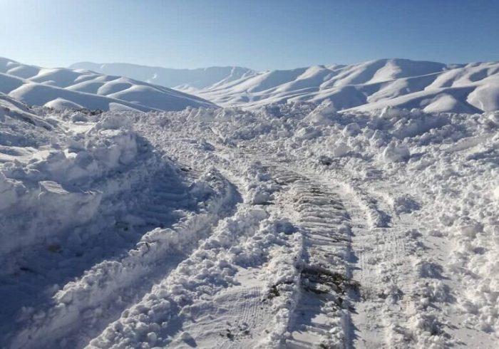بارش برف و مشکل روستائیان کبودراهنگ در تردد